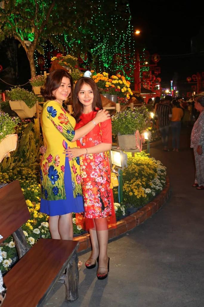 Đường hoa nghệ thuật Cần Thơ rực rỡ khi được lắp 80.000 chậu hoa tươi - Ảnh 12.