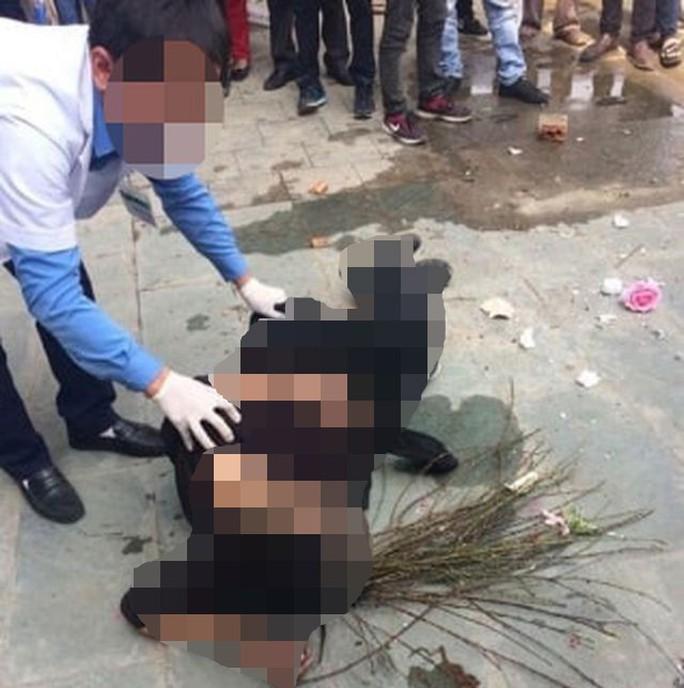 2 nam thanh niên truy đuổi, đánh tử vong người nghi trộm cành đào vụn - Ảnh 1.