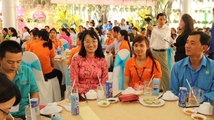 Lãnh đạo TP HCM vui Tết cùng công nhân - Ảnh 8.