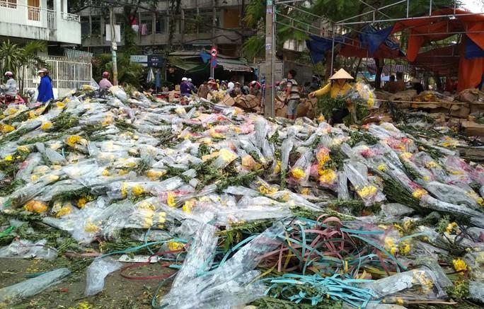 Dọn đường cho hoa tươi Đà Lạt về chợ đầu mối TP HCM - Ảnh 1.