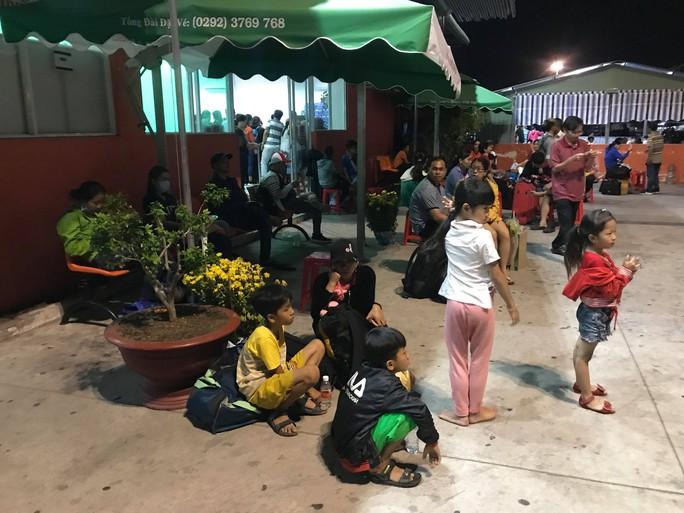 Kẹt xe cầu Mỹ Thuận gây khốn khổ cho khách ở... bến xe Cần Thơ - Ảnh 8.