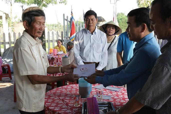 6 học sinh chết đuối: Bộ GD-ĐT, LĐLĐ Quảng Nam thăm hỏi gia đình các nạn nhân - Ảnh 2.