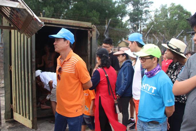 Đông nghẹt khách quốc tế tham quan Nhà tù Phú Quốc - Ảnh 7.