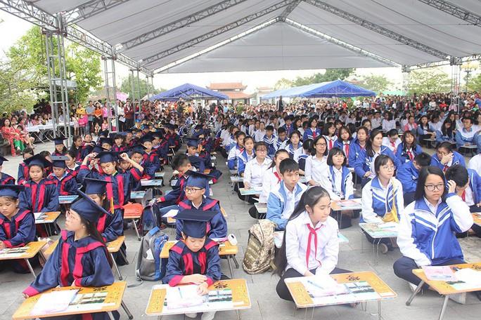 500 học sinh giỏi Hải Phòng khai bút đầu Xuân ở Khu tưởng niệm vương triều Mạc - Ảnh 2.