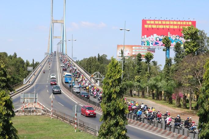 Kẹt xe cầu Mỹ Thuận gây khốn khổ cho khách ở... bến xe Cần Thơ - Ảnh 7.