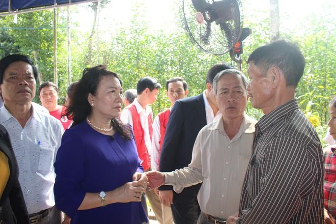 6 học sinh chết đuối: Bộ GD-ĐT, LĐLĐ Quảng Nam thăm hỏi gia đình các nạn nhân - Ảnh 1.