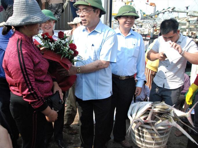 Đầu năm ra biển, ngư dân Quảng Trị trúng đàn cá bè gần 140 tấn - Ảnh 3.