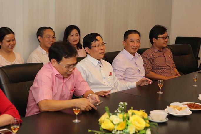 Chủ tịch LĐLĐ TP HCM chúc Tết Báo Người Lao Động - Ảnh 6.