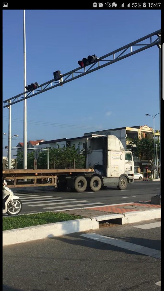 Đà Nẵng: Trích xuất camera xử phạt đoàn xe container ngang nhiên vượt đèn đỏ - Ảnh 1.