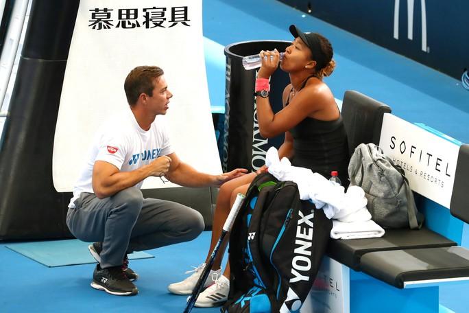 Naomi Osaka chia tay HLV sau khi lên ngôi số 1 thế giới - Ảnh 2.