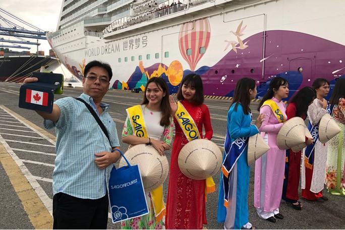 Hàng ngàn khách quốc tế xông đất Việt Nam bằng tàu biển hạng sang - Ảnh 1.