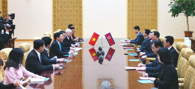 Phó Thủ tướng Phạm Bình Minh hội đàm với Bộ trưởng Ngoại giao Triều Tiên - Ảnh 2.