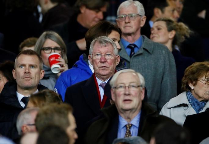 Bi kịch thẻ đỏ Pogba, Man United thua thảm tại Old Trafford - Ảnh 2.