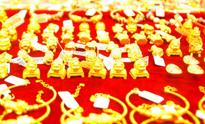 Heo vàng đắt khách trước ngày Thần Tài - Ảnh 3.