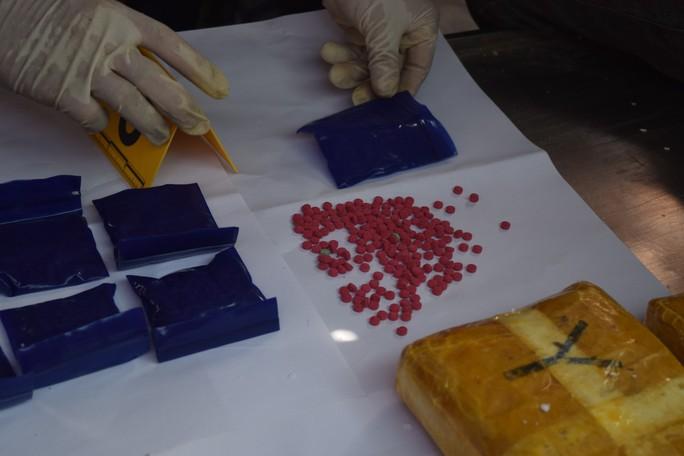 Khởi tố vụ án vận chuyển ma túy giấu trong quan tài - Ảnh 2.