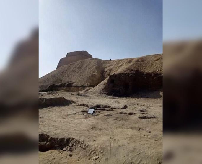 Thiếu nữ bí ẩn nằm bên đôi bò mộng trong mộ cổ Ai Cập - Ảnh 5.