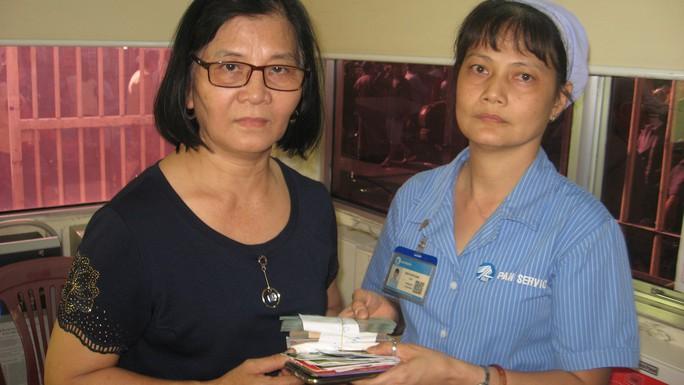 Trả lại hơn 102 triệu đồng cho người bỏ quên tại Bệnh viện Chợ Rẫy - Ảnh 1.