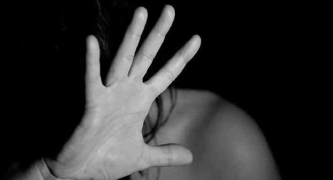 Cô gái dùng đồ chơi tình dục cưỡng hiếp phụ nữ 25 tuổi - Ảnh 1.