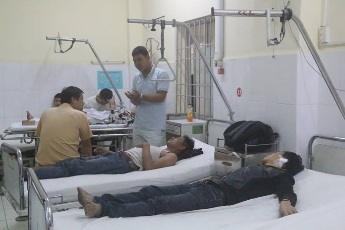 Xe khách lao vào nhà dân, 38 người bị thương, nhiều người nguy kịch - Ảnh 4.