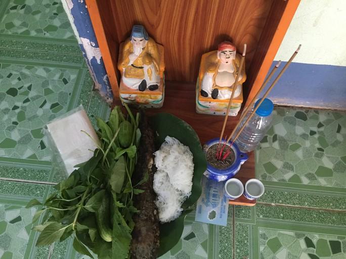 """Cá lóc nướng vía Thần Tài ở Đồng Tháp được gói bằng chiếc lá """"đặc biệt"""" - Ảnh 21."""