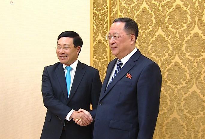 Phó Thủ tướng Phạm Bình Minh hội đàm với Bộ trưởng Ngoại giao Triều Tiên - Ảnh 1.