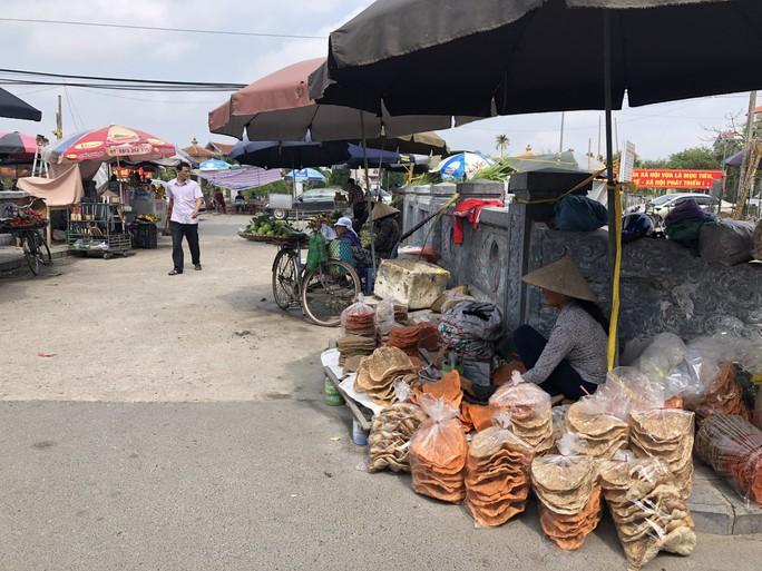Kiểm tra an toàn thực phẩm tại đền Trần trước lễ khai ấn - Ảnh 16.
