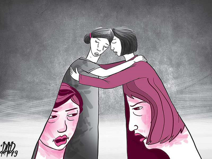 Vợ và nhân tình của chồng bất ngờ ôm nhau - Ảnh 1.