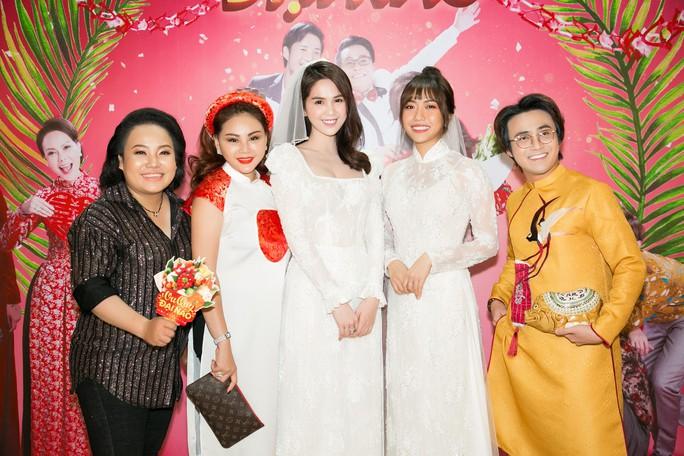 Ngọc Trinh và Diệu Nhi duyên dáng với đầm cô dâu - Ảnh 12.