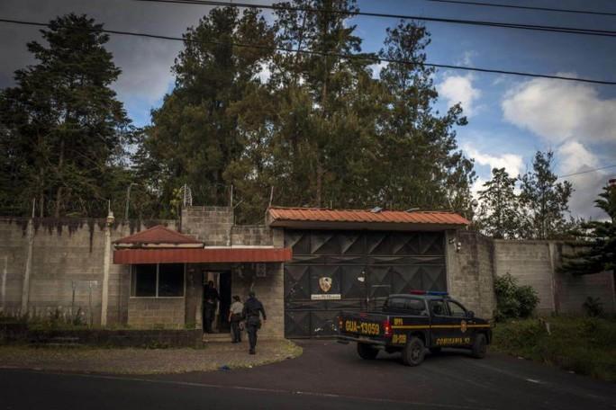 Đằng sau thảm án khiến 41 bé gái chết cháy trong căn phòng bị khóa - Ảnh 1.