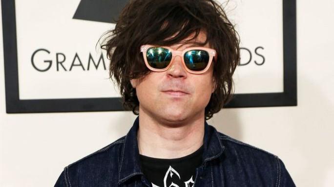 Ngôi sao nhạc rock Ryan Adams bị nhiều phụ nữ tố quấy rối tình dục - Ảnh 1.