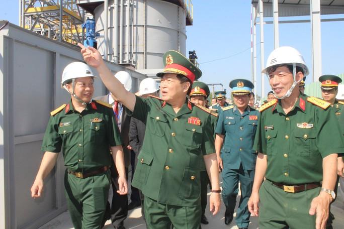Bộ trưởng Bộ Quốc phòng làm việc tại điểm nóng dioxin sân bay Biên Hòa - Ảnh 2.