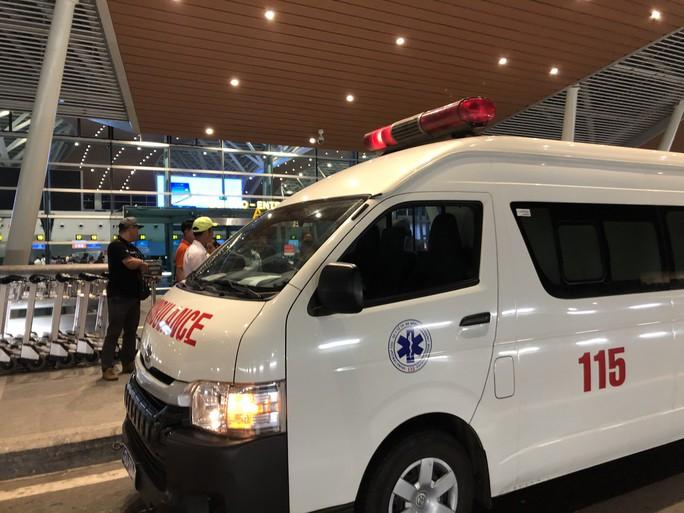 Vụ tạt a xít ở Quảng Ngãi: Dùng chuyên cơ chuyển nạn nhân qua Canada điều trị - Ảnh 2.