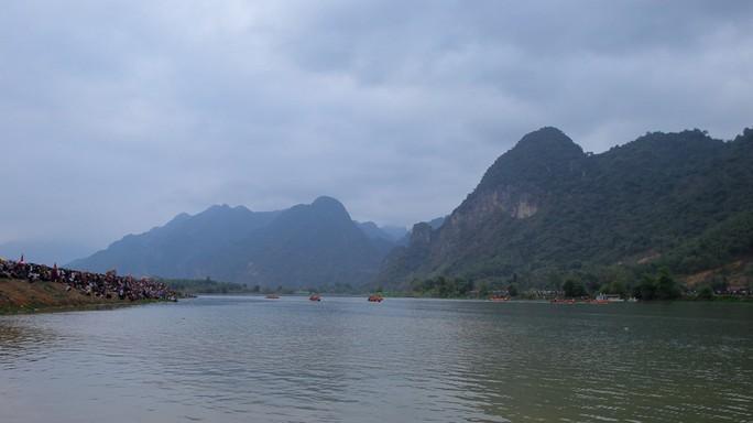 Độc đáo giải đua thuyền giữa lòng hồ thủy điện - Ảnh 2.