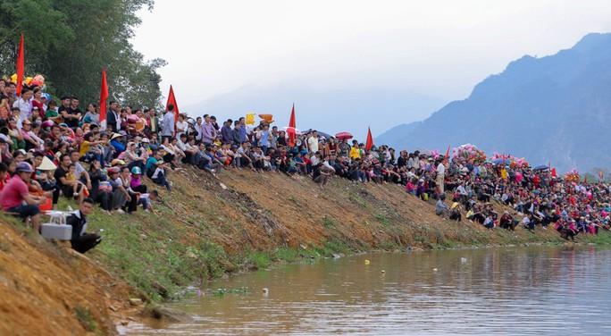 Độc đáo giải đua thuyền giữa lòng hồ thủy điện - Ảnh 5.