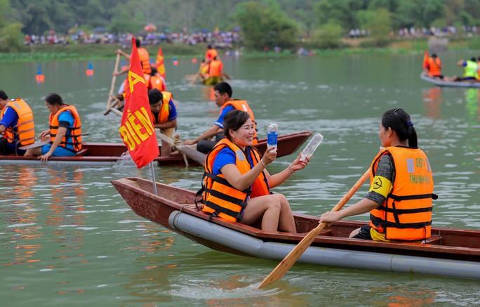 Độc đáo giải đua thuyền giữa lòng hồ thủy điện - Ảnh 12.