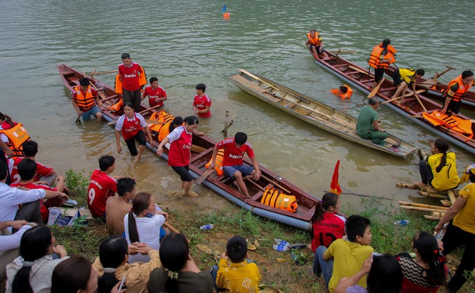 Độc đáo giải đua thuyền giữa lòng hồ thủy điện - Ảnh 13.