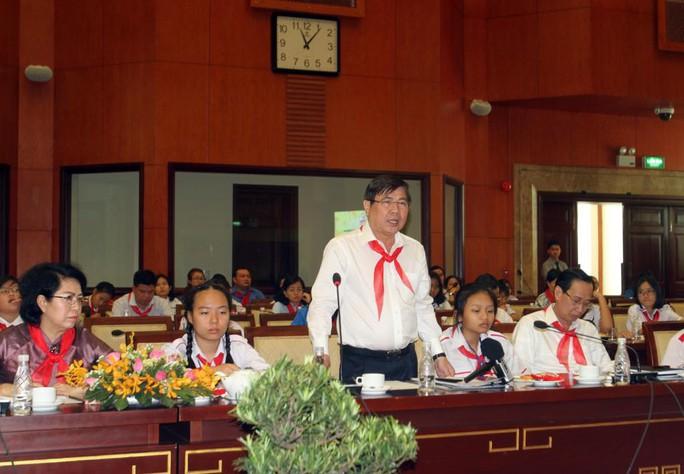 Chủ tịch UBND TP HCM khuyên thiếu nhi ít sử dụng điện thoại để giúp việc nhà - Ảnh 1.