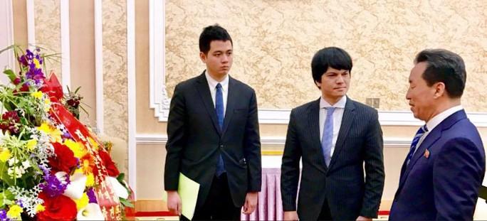 Đại sứ Việt Nam tại Triều Tiên chúc mừng sinh nhật Tổng Bí thư Kim Jong Il - Ảnh 1.