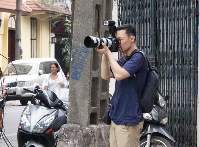 Nhiều phóng viên nước ngoài hiện diện bên ngoài Đại sứ quán Triều Tiên - Ảnh 13.