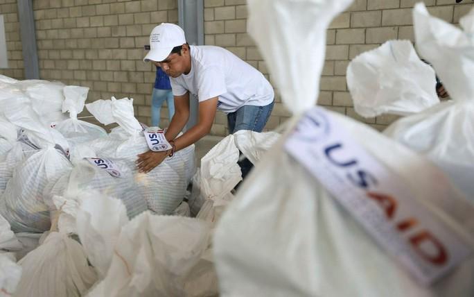 Khủng hoảng Venezuela: Mỹ tăng sức ép lên Tổng thống Maduro  - Ảnh 3.