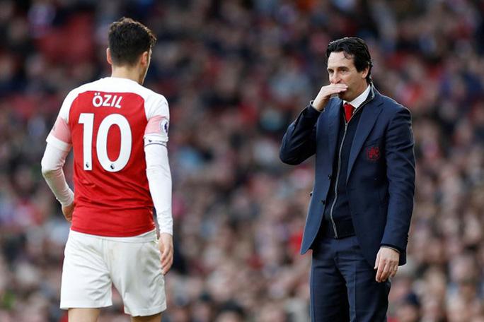 """Bị HLV """"đuổi"""", Ozil quyết không rời Arsenal - Ảnh 1."""