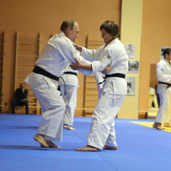 Chân dung nữ võ sĩ Judo hạ đo ván ông Putin  - Ảnh 6.
