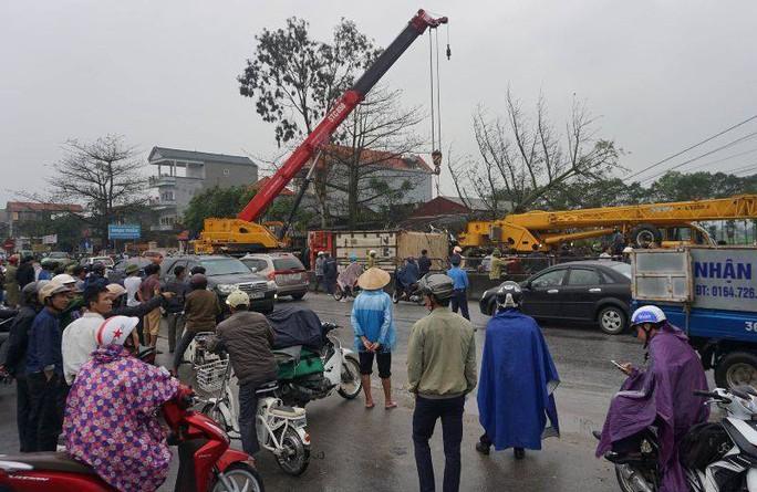 Xe container gây tai nạn liên hoàn nghiêm trọng, 4 người thương vong - Ảnh 9.