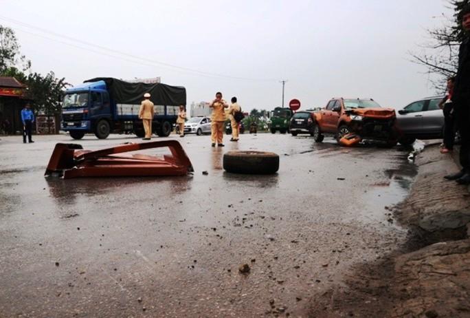 Xe container gây tai nạn liên hoàn nghiêm trọng, 4 người thương vong - Ảnh 3.