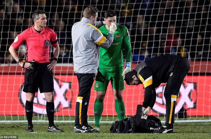 Thủ môn vỡ mũi sau cú sút khủng khiếp của Leroy Sane ở FA Cup - Ảnh 5.