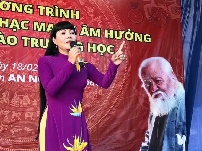 Ngọc Huyền xúc động trong chương trình vinh danh nhạc sĩ Bắc Sơn - Ảnh 1.