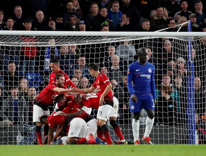 Pogba và Herrera tỏa sáng, Man United thắng đẹp Chelsea - Ảnh 7.