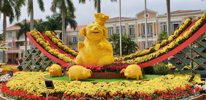 Cầu Vàng rực rỡ tại đường hoa Đà Nẵng - Ảnh 12.