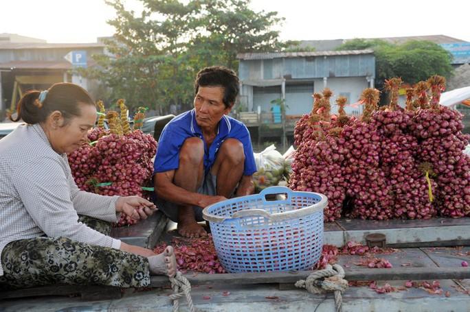Chợ nổi lớn nhất miền Tây tấp nập nông sản những ngày giáp Tết  - Ảnh 19.