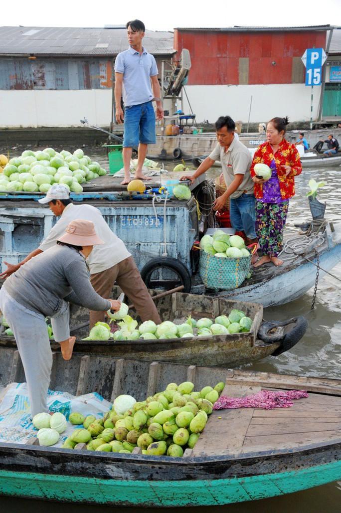 Chợ nổi lớn nhất miền Tây tấp nập nông sản những ngày giáp Tết  - Ảnh 21.